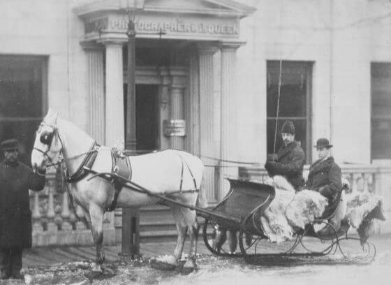 La carriole de M. Collins au studio Notman, rue Bleury