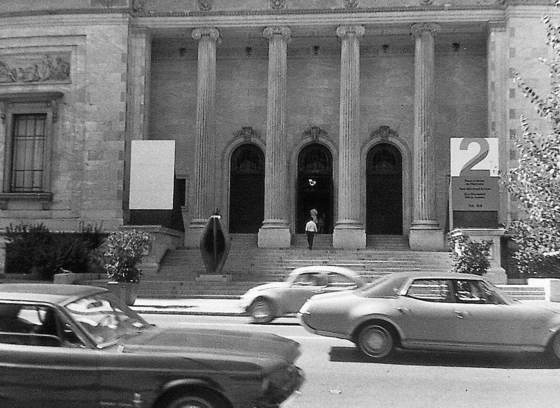 Promenade entre le Musée d'art contemporain et le Musée des beaux-arts de Montréal