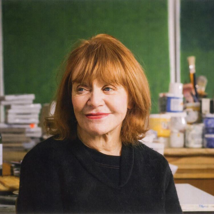 <p>Françoise Sullivan dans son atelier, 2007, photographie de François Lafrance, archives personnelles de l'artiste.</p> <p></p> <p>Bandeau :Françoise Sullivan,<em>Rencontre avec Apollon archaïque</em>, 1974, treize photomontages sur tirage à la gélatine argentique, chacun : 15,5 x 22,9 cm, Musée des beaux-arts de Montréal.</p>