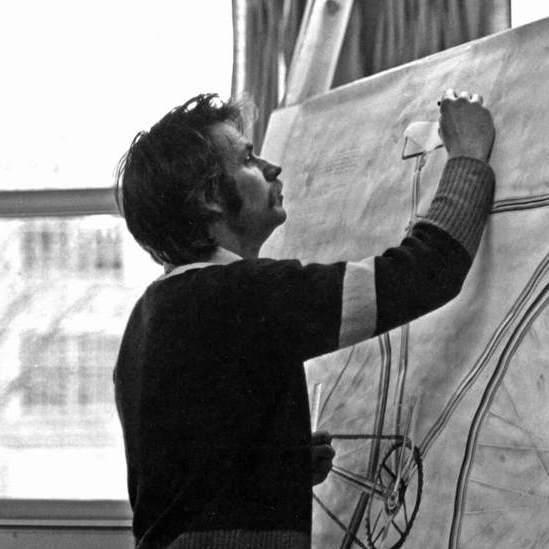 <p>Greg Curnoe en train de peindre<em>Doc Morton</em>, 1975, dans son atelier à l'Université de Western Ontario, London, automne1975, photographie de Dan Miller.</p> <p></p> <p>Bandeau :Greg Curnoe,<em>Amérique</em>, juillet1989, épreuve d'essai II, 2eétat, lithographie couleur sur papier vélin, imprimée par Don Holman, 73,9 x57,6cm, Musée des beaux-arts du Canada, Ottawa.</p>