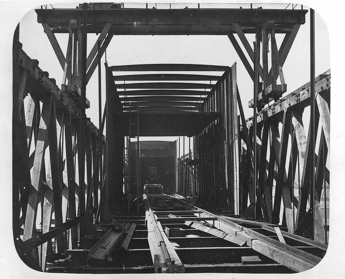 Art Canada Institute, William Notman, Framework of Tube and Staging Looking In, Victoria Bridge, 1859