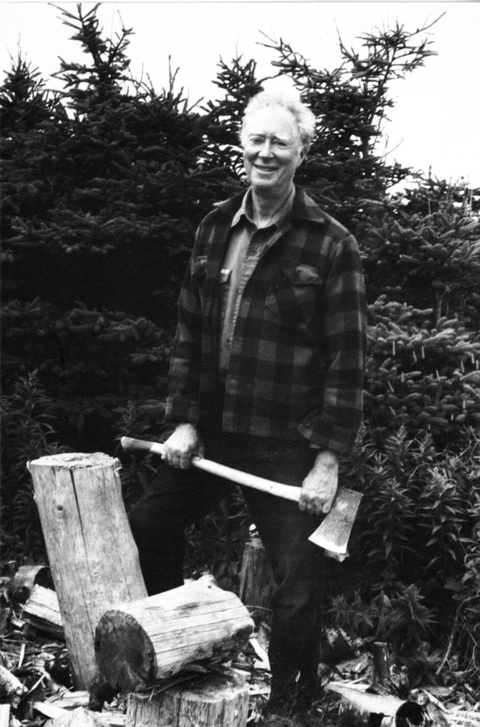 Art Canada Institute, Michael Snow, Michael Snow chopping wood in Newfoundland, 1994