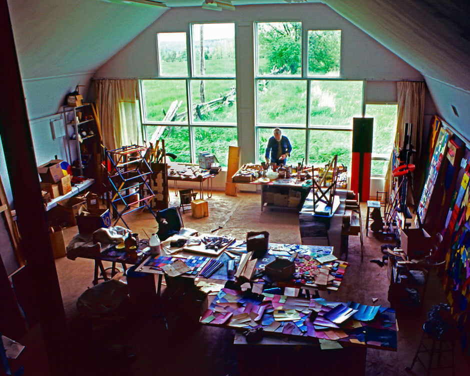 Art Canada Institute, Harold Town in his Old Orchard Farm studio in 1983
