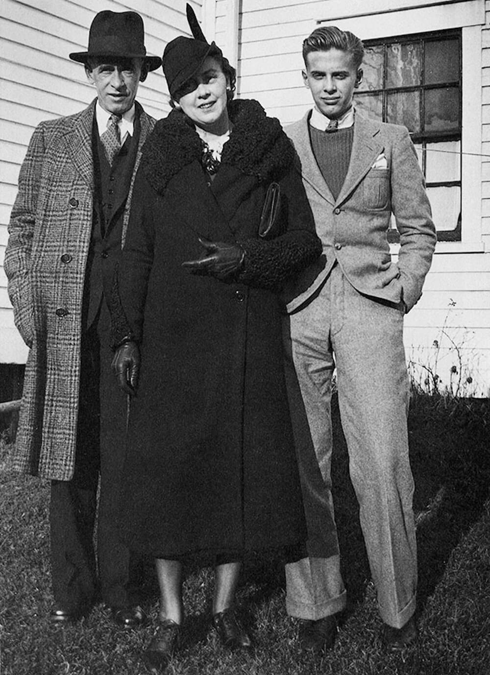 Art Canada Institute, Alex Colville, Alex Colville, age eighteen, with his parents