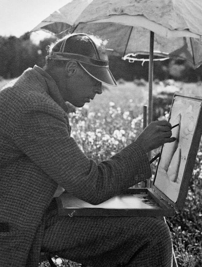Art Canada Institute, photograph of Lionel LeMoine FitzGerald working from a portable sketching box at Silver Heights, August 23, 1934