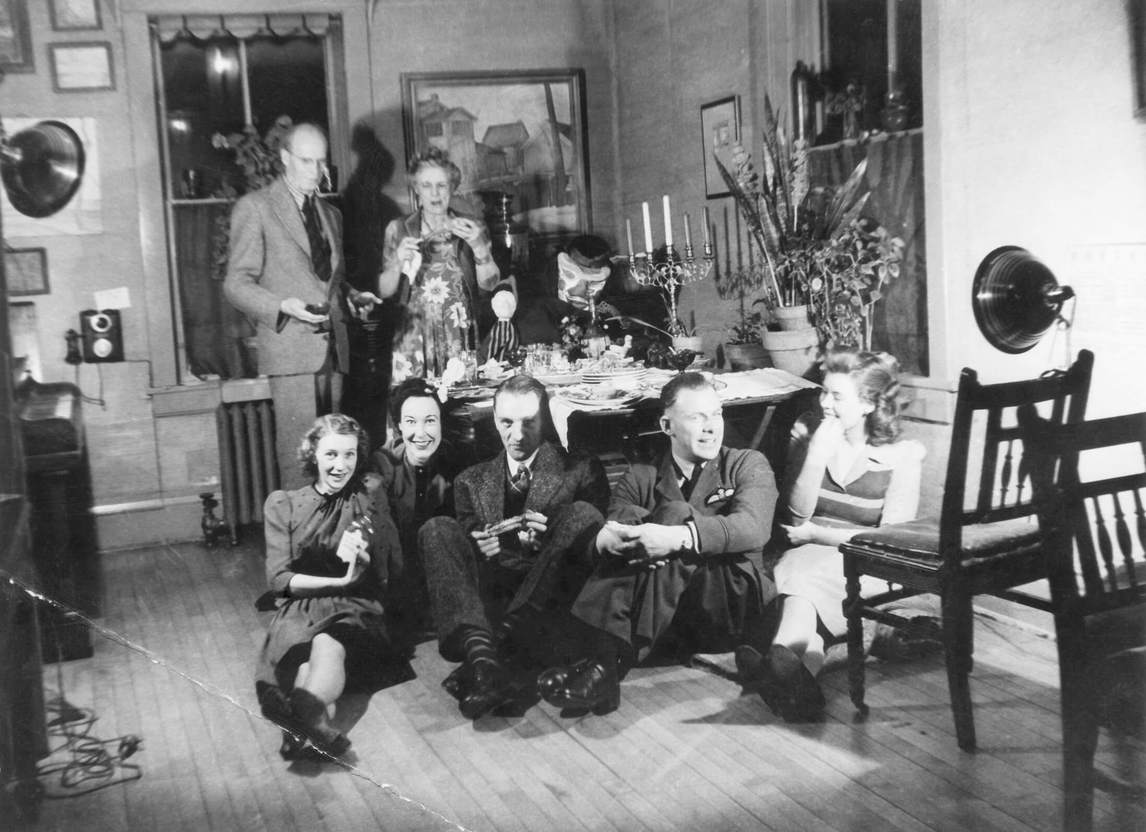 Art Canada Institute, photograph of Lionel LeMoine FitzGerald and Vally in their dining room with friends, c. 1940