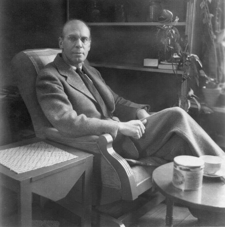 Art Canada Institute, Bob Talbot, photograph of Lionel LeMoine FitzGerald in his living room, c. 1940