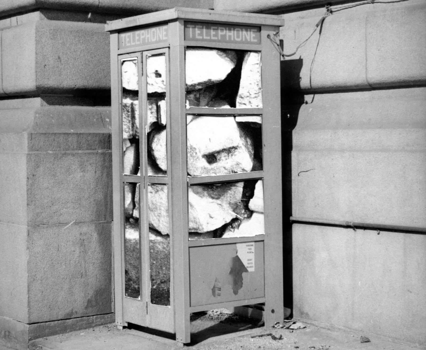 Cabine téléphonique bloquée