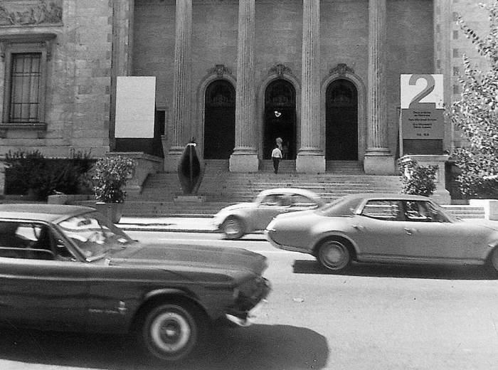 Promenade entre le Musée d'art contemporain et le Musée des beaux-arts de Montréal, 1970