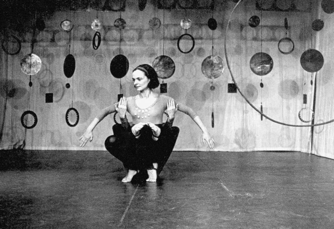 Rideau, performed by Jeanne Renaud and Peter Boneham, during Expression 65 in 1965. Set design by Françoise Sullivan.