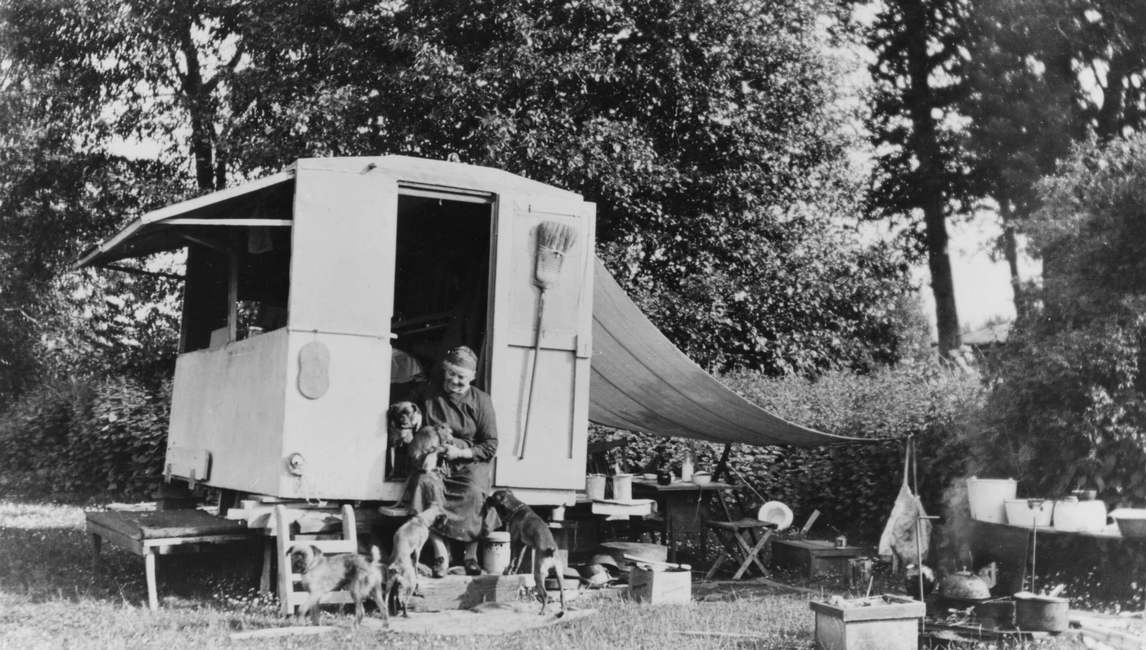 "Art Canada Institute, Mrs. S.F. Morley, Carr and her caravan, ""the Elephant,"" at the southwest end of Esquimalt Lagoon in May 1934"