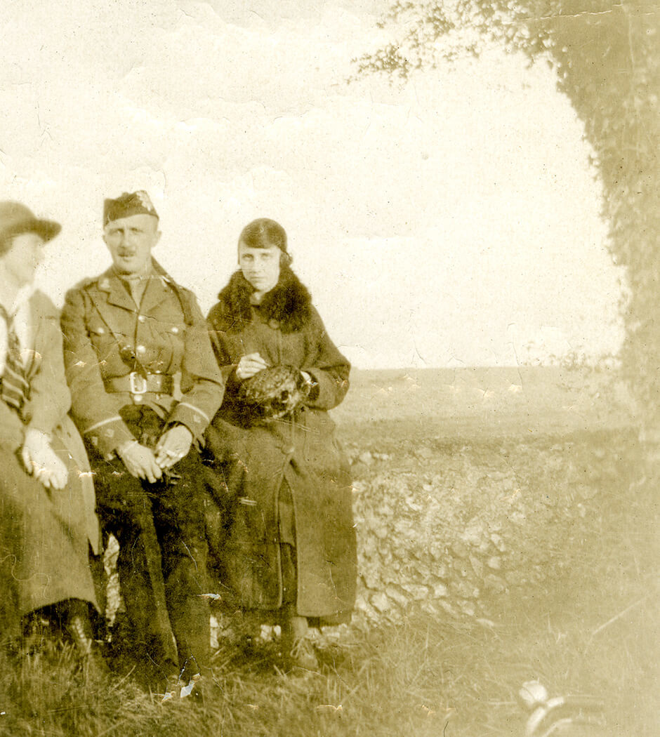 Art Canada Institute, photograph of Prudence Heward and her brother Chilion, during World War 1.
