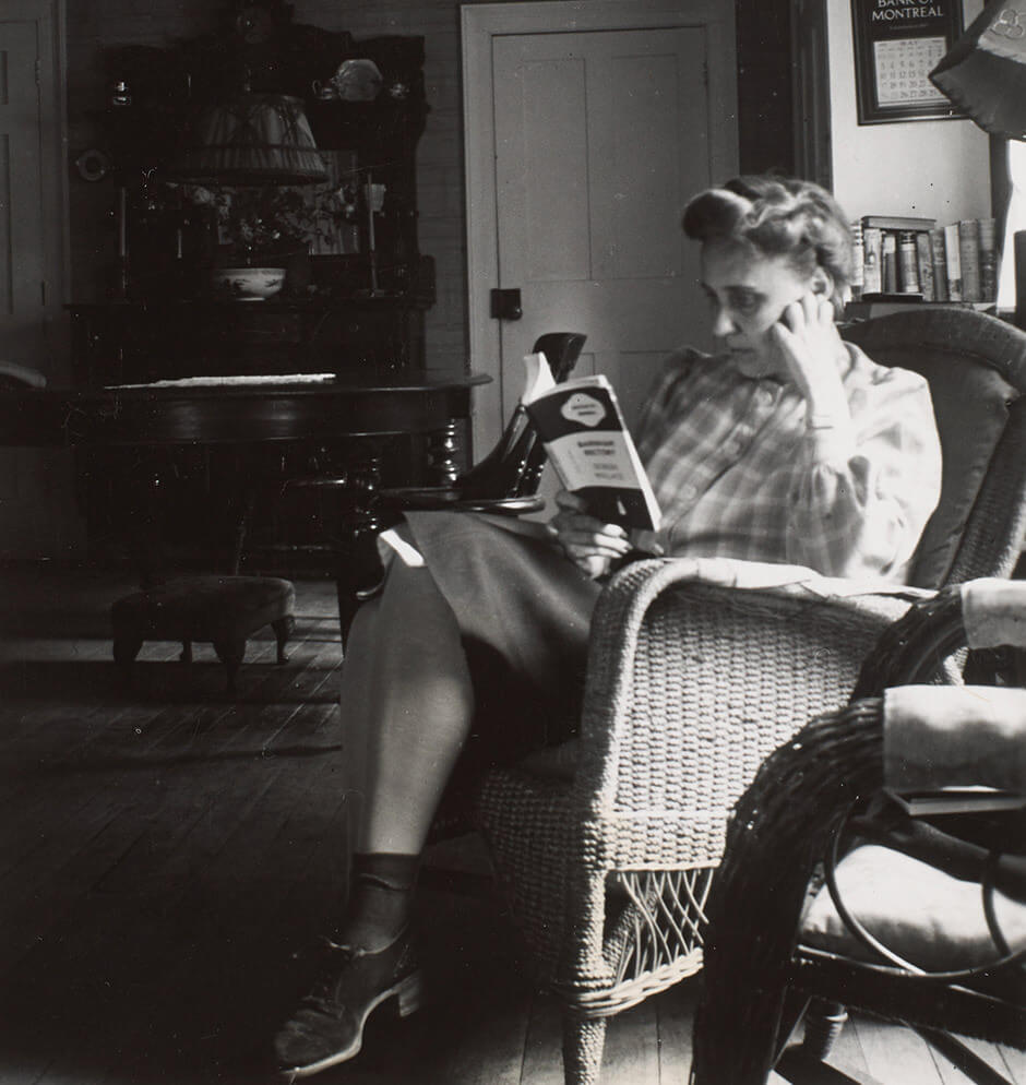 Art Canada Institute, Prudence Heward reading in Knowlton, Quebec, c. 1940