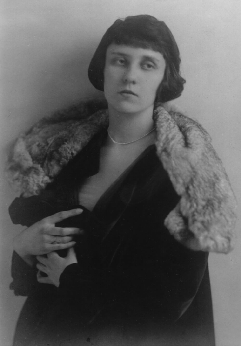 Art Canada Institute, Studio portrait of Prudence Heward, c. 1927