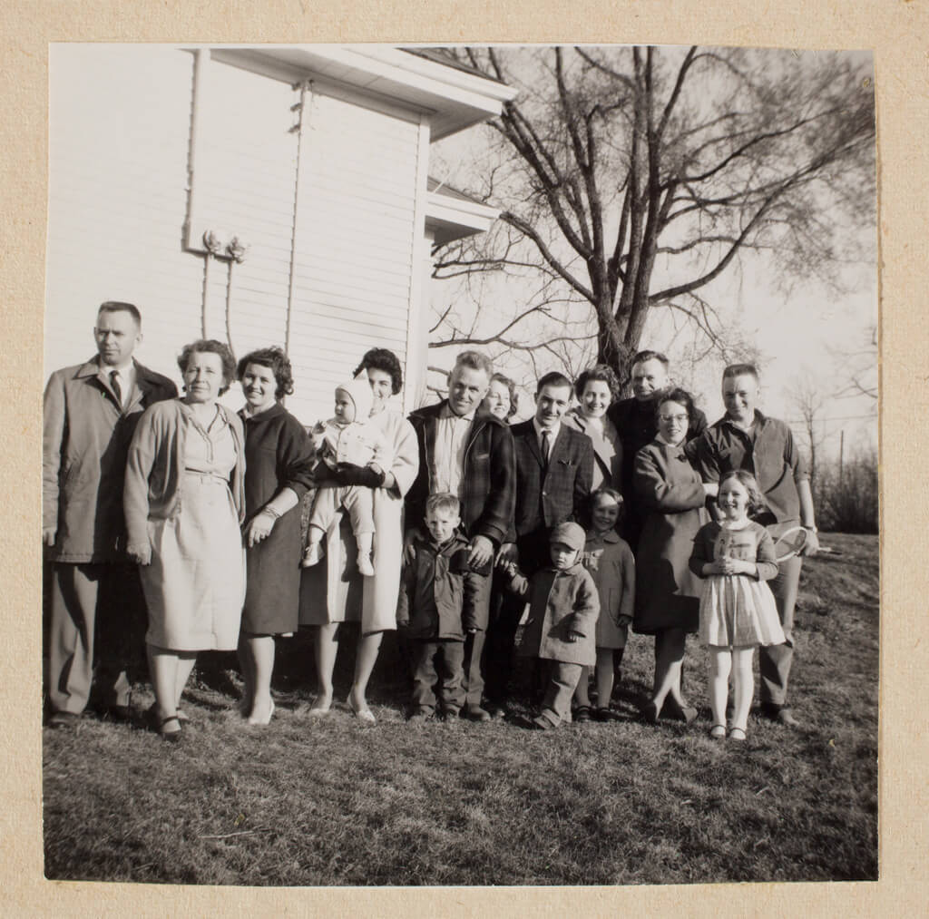 Art Canada Institute, William Kurelek, William Kurelek and his extended family, c. early 1960s